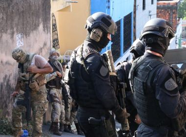 Operação apreende submetralhadoras e prende quatro pessoas em Salvador