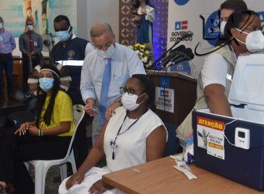 Primeira baiana é vacinada em Salvador na manhã desta terça