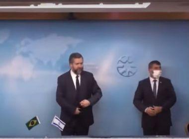Ministro brasileiro Ernesto Araújo é repreendido em Israel por não usar máscara