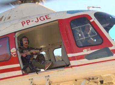 Deputada faz vídeo com fuzil em helicóptero e critica demora na captura de Lázaro