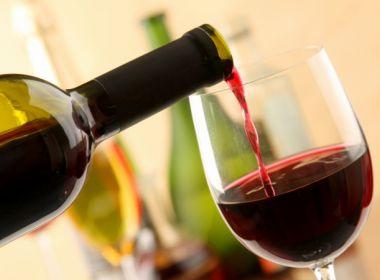 Beber apenas uma taça de vinho por dia aumenta o risco de morte, aponta estudo