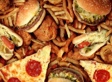 Ingestão de Fast food mata mais do que cigarro e pressão alta, apontam cientistas