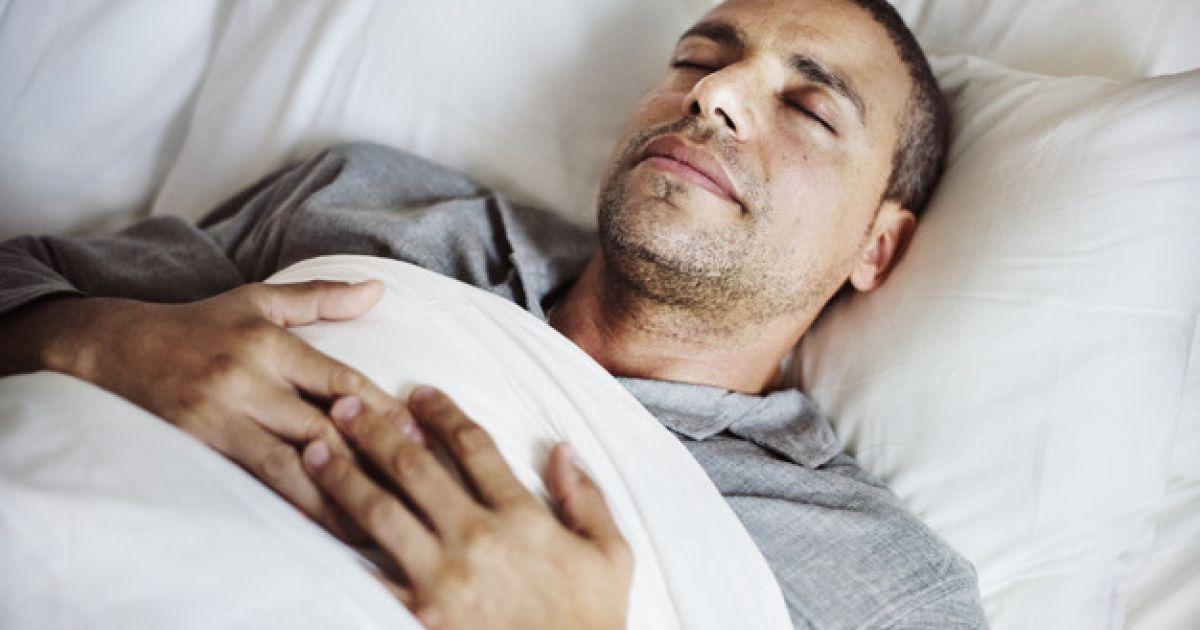 Pessoas que cochilam até duas tardes na semana reduzem risco de infartos, diz estudo