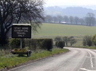 Reino Unido diz que isolamento dá resultado e prorroga medida por mais três semanas