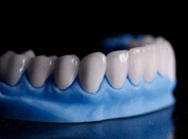 Sobreviventes da Covid-19 relatam perda de dentes depois da infecção