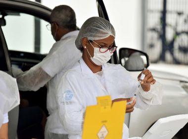 Enfermeiros autônomos e idosos a partir dos 72 anos se vacinam nesta segunda; veja regras