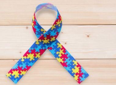 Lei que prevê carteira de identificação para autistas ainda não foi regulamentada na Bahia