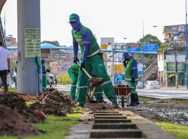 Salvador vacina trabalhadores da limpeza acima de 50 anos nesta quarta, anuncia Reis